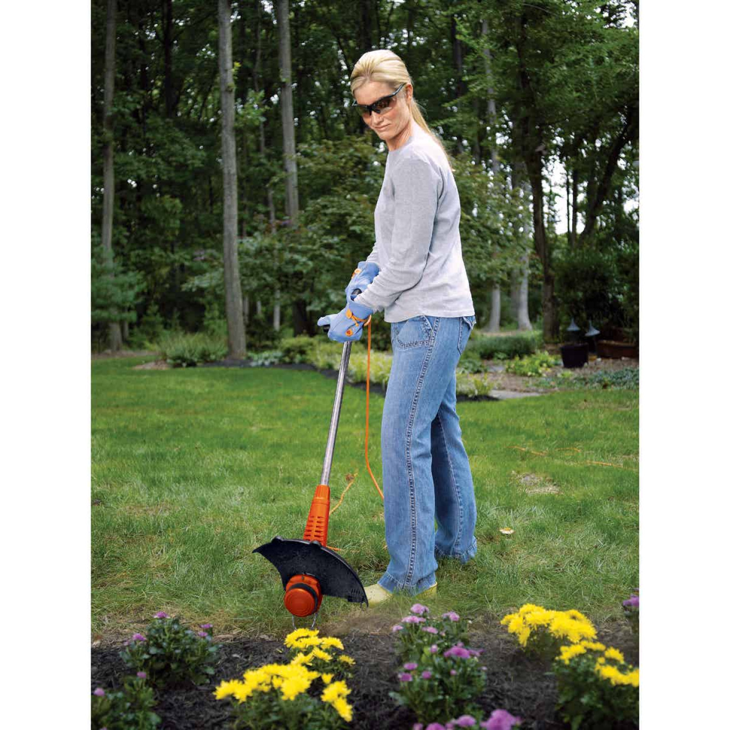 Black & Decker 13 In. 4.4-Amp Straight Shaft Corded Electric String Trimmer Edger Image 6
